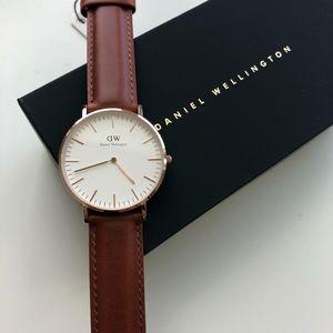 BRAND NEW Daniel Wellington Brown Watch DW00100035